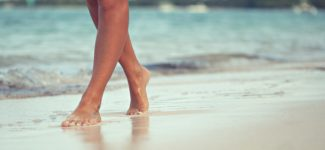 piedi mare piscina